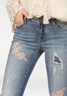 Laura Scott Destroyed-Jeans, mit Destroyed-Effekten und Stickerei für 79,99€. Stylishe Röhrenjeans mit Blumenstickerei bei OTTO