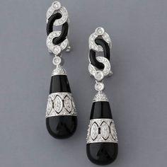 Chanel earrings in the classic art deco style Source: Yahoo image search 20121231 Bijoux Art Deco, Art Deco Earrings, Art Deco Jewelry, Vintage Jewelry, Fine Jewelry, Jewelry Design, Vintage Brooches, Designer Jewellery, Vintage Earrings