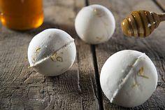 Šumivá bomba do kúpeľa - med s nechtíkom lekárskym / Danai - SAShE. Prunus, Breakfast, Ideas, Food, Morning Coffee, Essen, Peach, Meals, Thoughts