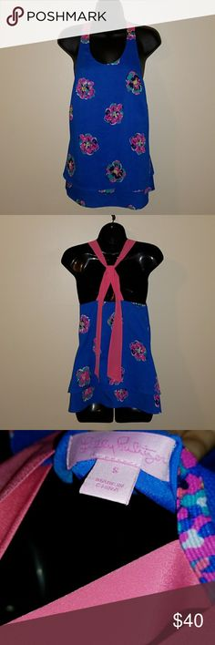 Lily Pulitzer top Fun top, lightweight material top is in excellent condition Lilly Pulitzer Tops