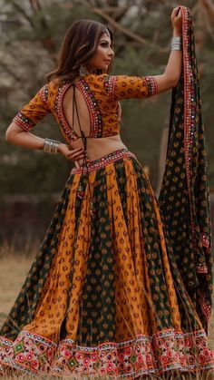 Indian Bridal Lehenga, Indian Bridal Fashion, Indian Gowns, Indian Attire, Indian Outfits, Choli Designs, Sari Blouse Designs, Lehenga Designs, Garba Dress