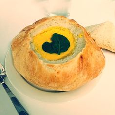 Bread Bowls, Bowl Of Soup, Yummy Treats, Camembert Cheese, Make It Yourself, Food, Essen, Meals, Yemek