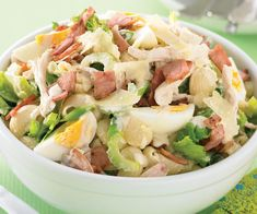 Creamy bacon and egg pasta salad recipe - By recipes+, Quick, tasty and packed full of goodness, this delicious pasta salad tossed with a creamy dressing, hard-boiled eggs and crispy bacon is easy to make and highly satisfying. Slow Cooker Beef, Slow Cooker Recipes, Cooking Recipes, Healthy Recipes, Weekly Recipes, Potluck Recipes, Savoury Recipes, Avocado Recipes, Healthy Drinks