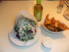 Auch in Münster kann man gepflegt vegan speisen: Veggie-Döner mit Kartoffelecken und Kräuterlimo.