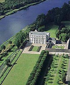 Château de Bénouville dans le Calvados Les Chefs d'État français viennent recevoir dans ce lieu lors des cérémonies du débarquement.