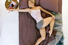 Sport im Schlafanzug? Oja! Für dieses 10-Minuten-Workout müssen Sie nicht einmal Ihr Bett verlassen - Fitnessübungen für Langschläfer!