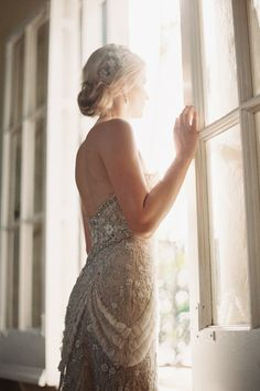 Vintage Bride in a sun drenched window [by Ozzy Garcia] #wedding