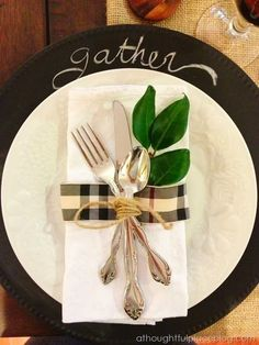 Paint thrift store chargers or platters with chalkboard paint, use leftover trim to decorate place settings, voila! Use the table setting idea to get in the mood for Fall (Autumn). Great idea for the upcoming Thanksgiving holidays, too. Thanksgiving Table Settings, Diy Thanksgiving, Thanksgiving Tablescapes, Holiday Tables, Thanksgiving Decorations, Christmas Decorations, Table Setting Design, Table Place Settings, Casual Table Settings