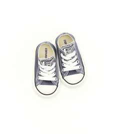 Definetly want some lil' converse for my baby...we'll see what color though!!! ;-)