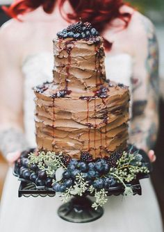 How delicious does this chocolate wedding cake look?! Cake by Sweet 'n' Flour, Photo by To Wander & Seek via Green Wedding Shoes