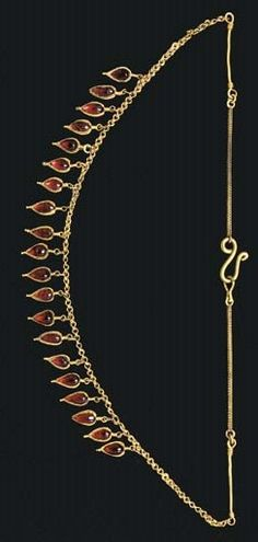 A GREEK GOLD AND GARNET STRAP NECKLACE HELLENISTIC PERIOD, CIRCA LATE 3RD-EARLY 2ND CENTURY B.C.