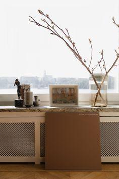 Big Windows, Marshall Speaker, Home Appliances, Lady, House Appliances, Large Windows, Appliances