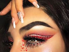 Loving this glitter cut crease by @queen.adriana_ using our Valentine's Day Bundle.. shop now and recreate the look! ❤️