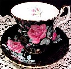 Royal Albert - Sweet Heart Roses✻ღϠ₡ღ✻, You are able to enjoy break fast or various time periods using tea cups. Tea cups likewise have decorative features. When you go through the tea pot designs, you will see this clearly. Tea Cup Set, My Cup Of Tea, Cup And Saucer Set, Tea Cup Saucer, Tea Sets, Café Chocolate, Teapots And Cups, Teacups, Vintage Cups