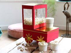 Making a Sinterklaas surprise - 22 Fun and easy surprise ideas - Are you going to make a Sinterklaas surprise? You might find this popcorn cart a nice surprise idea - Open When, 10 Secret Santa Gifts, How To Make Bubbles, Homemade Christmas Crafts, Bubble Gum Machine, Tween Girl Gifts, Cardboard Art, Diy Gifts For Boyfriend, Party In A Box