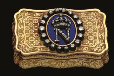 A FRENCH GOLD, ENAMEL AND DIAMOND SNUFF-BOX