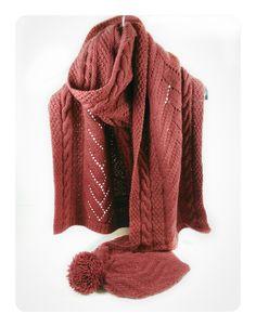 Conjunto de bufanda y gorro en lana super-suave 100% merino worsted color cabernet de la marca malabrigo, diseño cable, hecho a mano.  Medidas de la bufanda: 200x37cm