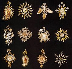Star, flower, raw mango, tree, buds, sun and jasmine bud motifs became popular when the gota work gained prominence. They look beautiful and offered a variety to the crafstman