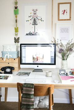 A vintage-inspired office | #thejoyofworkingathome