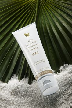 """Forever's rich, Aloe Vera-based Sunless Tanning Lotion lets you """"tan"""" safely year-round without the damaging effects of the sun's UV rays! Forever Living Aloe Vera, Forever Aloe, Safe Tanning, Aloe Vera Skin Care, Self Tanning Lotions, Chocolate Slim, Bronze Skin, Love Your Skin, Forever Living Products"""