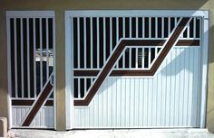 Portão Tubular Madeira EP-206 com preenchimento de metalon de aço carbono 100% galvanizado em diversos perfis. Pode conter detalhes em tubos de aço, chapa ou madeira.