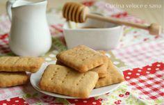 Biscotti al latte e miele, ricetta dolci da colazione