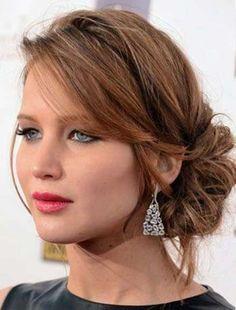 Peinados para ceremonias 2017: Mejores looks para invitadas de boda - Jennifer Lawrence con moño bajo suelto