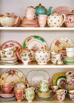 Vintage China, Vintage Dishes, Vintage Teacups, Vintage Table, Tea Sets Vintage, Vintage Display, Vintage Floral, Vintage Tea Rooms, Decor Vintage