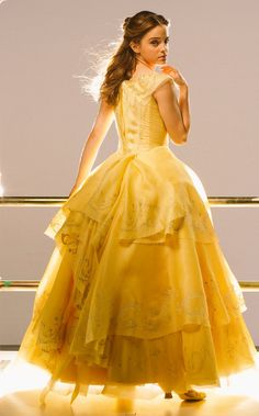 Emma W. Thailand: New pictures of Emma Watson as Belle in 'Beauty and the Beast Emma Watson Stil, Style Emma Watson, Emma Watson Movies, Emma Watson Dress, Emma Watson Beautiful, Ema Watson, Vestidos Emma Watson, Robes Country, Beauty And The Beast Dress