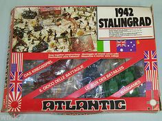 1/72nd scale Atlantic Toy Soldiers Stalingrad set. Me-n-Erik totally made the best diorama EVER with this. EVER.