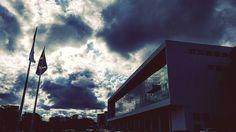 4 estações em 1 dia - Curitiba/PR  . Quem visita Curitiba logo descobre que solchuva e neve podem aparecer no mesmo dia. Tenha sempre um  na bolsa!  Ah! Esse é o Palácio Iguaçu sede do governo estadual. .  Veja todas as dicas de Curitiba na galeria .  Use a hashtag #aosviajantes .  Conheça o IG @viajaredecorar ! . #aosviajantes #palacioiguacu #Brasil_10 #mtur #Curitiba #cwb #braziloverss #curitibacool #curitilovers #curitibligando #dicasdeviagem . . . #wanderlust #ferias #viagem #viajar…