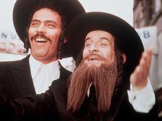 "Diapo Louis de Funès  ""Les Aventures de Rabbi Jacob"", sorti en 1973. Donald Sutherland, Robert Redford, Harrison Ford, Rabbi Jacob, Series Movies, Tv Series, French Classic, Showgirls, Historia"