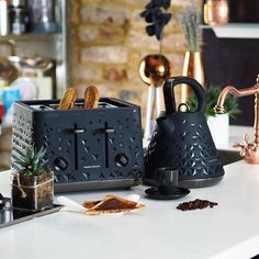 Designed to be the standout appliances at home, these breakfast sets feature kettles & toasters with a dual texture finish and a prism pattern. Unique, bold and trendy, just like you. Kettle And Toaster Set, Breakfast Set, Image List, Kitchen Sets, Small Appliances, Accent Colors, House Plans, Toasters, Kettles