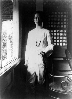 """In Aguinaldo joined the """"Katipunan"""". Aguinaldo used the nom de guerre Magdalo. Aguinaldo and the Cavite rebels won major victories in set-piece battles, temporarily driving the Spanish out of Cavite. Historical Clothing, Historical Photos, Emilio Aguinaldo, Filipino Culture, Filipino Art, Jose Rizal, Philippines Culture, Filipiniana, Exotic Beaches"""