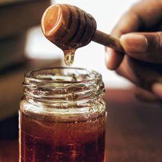 Αυτό είναι το κέικ καρότου που έκανε διάσημο το Rose Bakery στο Παρίσι   BOVARY Acacia Honey, Organic Peanut Butter, Coconut Peanut Butter, Natural Honey, Raw Honey, Natural Herbs, Honey Recipes, Whole Food Recipes, Natural Remedies