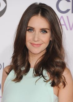 Take a Look at the Best and Worst Beauty at the 2016 People's Choice Awards Alison Brie, Prettiest Actresses, Beautiful Actresses, Hollywood, Beautiful Eyes, Beautiful Women, Female Actresses, Pure Beauty, Beauty Tips