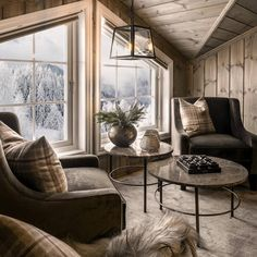 "Hyttekroken.no on Instagram: ""Her kunne man godt ha kost seg😊 Flott interiør og utsikt😍 Credit: @ojdesigninterior Foto: @bernattubauphotography…"" Cabin Homes, Log Homes, Home Living Room, Living Spaces, Cottage Interiors, Mountain Home Interiors, Mountain House Plans, Cozy Place, Contemporary Interior"