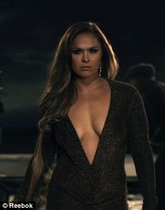 Real life: In the video shot by director Anthony Mandler, Ronda can be see ripping out her hair extensions after a glamorous photoshoot Ronda Rousey Photoshoot, Ronda Rousey Pics, Ronda Jean Rousey, Beautiful Celebrities, Beautiful Actresses, Ronda Rousy, Aquarius, Rowdy Ronda, My Champion