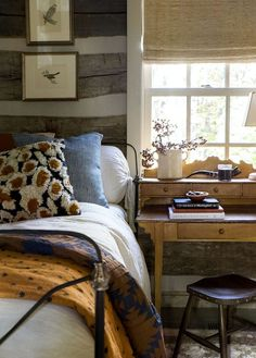 Modern Old-fashioned Bedroom Tips How to Decorate a macys rustic bedroom furniture exclusive on homesaholic home decor Interior Design, House Interior, Bedroom Decor, Interior, Rustic Home Design, Retro Home Decor, Home Bedroom, Rustic Bedroom, Home Decor