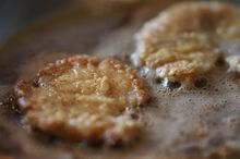 Pan-fried abalone steaks are popular on the Pacific coast of the USA. In 1919 'Pop' Ernest Doelter opened the first restaurant on Fisherman& Seafood Recipes, Appetizer Recipes, Cooking Recipes, Appetizers, Abalone Recipe, California Food, Best Brownies, Chocolate Donuts, Recipe Details
