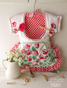 Vintage Clothespin Bag Stawberries and Gingham Dress Crochet Lace Crochet Rose Ruffled Farmhouse Country Shabby Chic Style Laundy Room Decor Sweet Magnolia, Magnolia Farms, Shabby Chic Style, Laundy Room, Vintage Textiles, Vintage Linen, Clothespin Bag, Peg Bag, Vintage Crochet