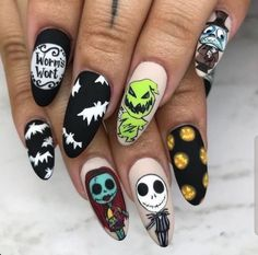 Looking for Halloween nails design ideas for your Halloween this year? We have provided you with more than 100 easy and cool Halloween nails design ideas. Check out these wonderful Halloween nails design ideas and try it out for yourself! Spooky Halloween, Cute Halloween Nails, Halloween Acrylic Nails, Cute Nails For Fall, Halloween Nail Designs, Cute Acrylic Nails, Halloween Ideas, Glitter Nails, Disney Acrylic Nails