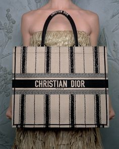 The 'Dior Book Tote' gets a makeover for Spring-Summer 2020 by Maria Grazia Chiuri in a new stripe-embroidery to channel the inspiration of Monsieur Dior's gardener sister, Catherine. Dior Handbags, Kate Spade Handbags, Purses And Handbags, Leather Handbags, Selena, Dior Fashion, Fashion Bags, Womens Fashion, Hugo Boss