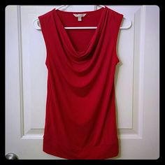 Banana Republic Blouse Top in Magenta NWOT/Color looks red but it's magenta Makes a great work top Banana Republic Tops Blouses