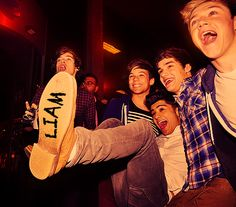 One Direction. Liam is a Toy Story fan! Fetus One Direction, One Direction Images, One Direction Wallpaper, One Direction Humor, I Love One Direction, Liam Payne, Foto Twitter, Canciones One Direction, Foto One