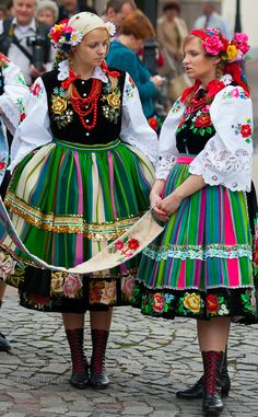 Girls in traditional costumes, Łowicz, Poland.