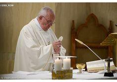 Homilía del Papa: docilidad al Espíritu impulsa a la Iglesia, no la ley - Radio Vaticano
