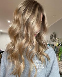 Blonde Hair Looks, Honey Blonde Hair, Blonde Hair With Highlights, Balayage Hair Blonde, Golden Blonde, Honey Balayage, Carmel Blonde Hair, Beautiful Blonde Hair, Dyed Blonde Hair