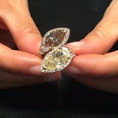 Another #emotional #piece from the  #dunecollection . #Gismondi1754 introduces you this #amazing ring with two #pearshape #diamonds , #yellow and #brown ✨ Un altro #emozionante #gioiello della #collezionedune . #Gismondijewellery1754 ci introduce questo #meraviglioso #anello con due #diamanti con #taglio a #goccia , uno #giallo e l'altro brown ✨ #Portofino #Luxury #Gismondi #dune #diamond #diamondring #jewellerygram #jewelgram
