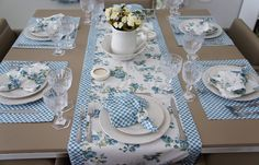 Glorious All Time Favorite Sewing Projects Ideas. All Time Favorite Top Sewing Projects Ideas. Table Runner And Placemats, Quilted Table Runners, Sewing Crafts, Sewing Projects, Projects To Try, Tablerunners, Deco Table, Mug Rugs, Table Toppers
